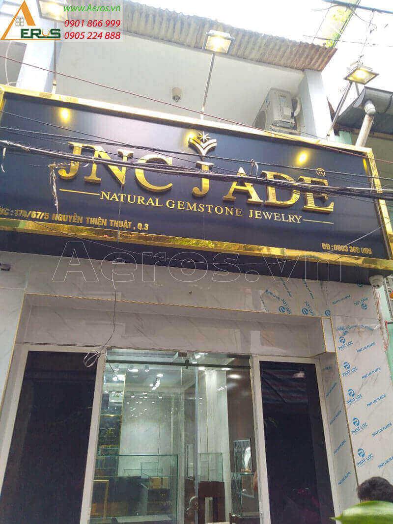 Biển quảng cáo alu gắn chữ nổi shop trang sức JNC JADE