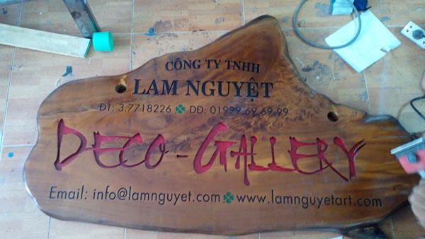 Làm bảng hiệu gỗ