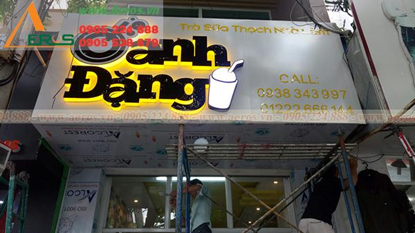 Hình ảnh thi công bảng hiệu quán trà sữa oanh đặng tại Vũng Tàu.