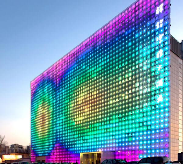 Đặc điểm màn hình Led full color quảng cáo trong nhà và ngoài trời