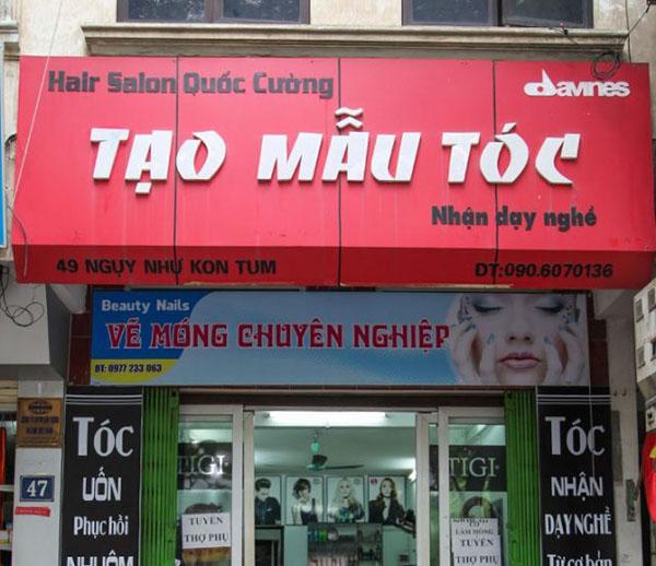 Bảng hiệu tiệm uốn tóc